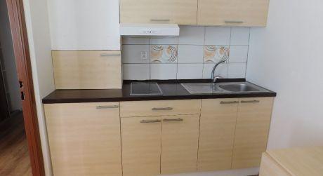 Predaj - Prerobený 1 izbový byt na VII. sídlisku v Komárne DOHODA MOŽNÁ!