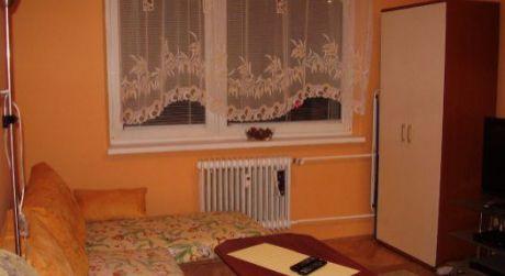 Na prenájom zariadený 2 izbový byt, 56 m2, Trenčín, ul. Bezručova