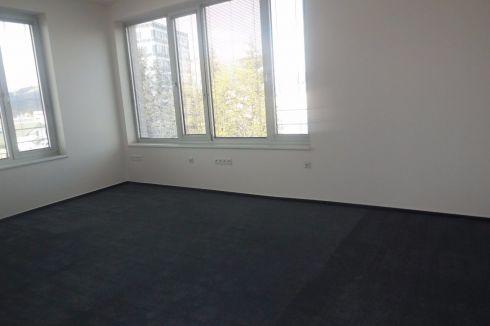 Exkluzívne kancelárske priestory - samostatné kancelárie so spoločným zázemím.