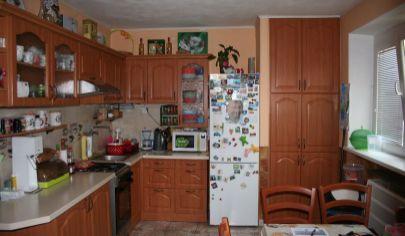 BÁNOVCE NAD BEBRAVOU 2 izbový byt kompletná rekonštrukcia 59m2, centrum