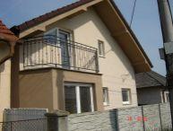 REALFINANC - 5 izbový rodinný dom 182 m2, pozemok 449 m2, krb, 6 ročná novostvba, Hrnčiarovce nad Parnou !