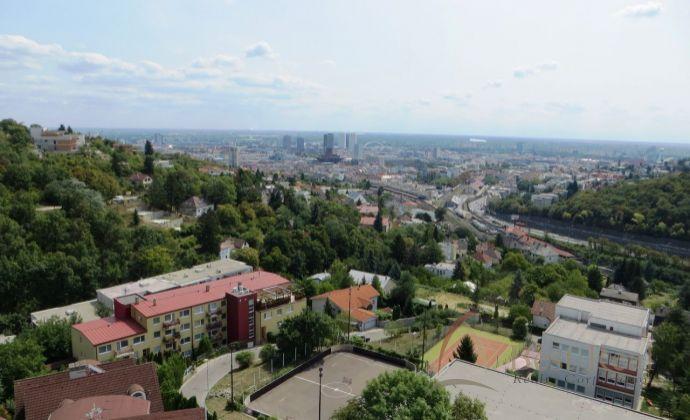 Best Real - priestranný 4-izbový byt na Kramároch s krásnym výhľadom na mesto.