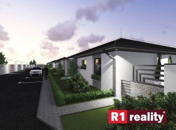Stavebný pozemok 458 m2, všetky IS v obci Ivanovce