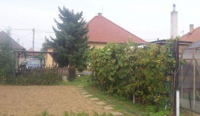 RAJČANY 4 izb. rodinný dom pozemok 1000 m2, okres Topoľčany