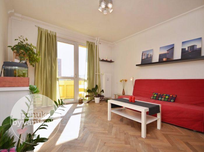 PREDANÉ - ČSL. PARAŠUTISTOV, 1-i byt, 36 m2 – slnečný byt, LOGGIA, spací kút, rekonštrukcia, IHNEĎ VOĽNÝ