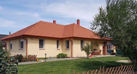 4 - izbový rodinný dom 112m2 obytná plocha , pozemok 908 m2 - Dunakiliti