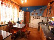 3 izbový veľkometrážny byt na sídlisku JUH v Topoľčanoch vhodný pre mladú rodinu ako štartovný byt alebo na rekonštrukciu.