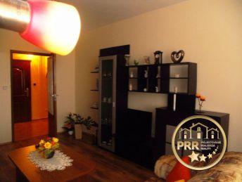 2-izb.byt prerobený na 3-izb./75m2/ s 2 loggiami a pivnicou v Bánovciach n/B. na predaj