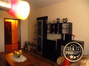 Na predaj 2-izb.byt /75m2/ s 2 loggiami a pivnicou v Bánovciach n/B.