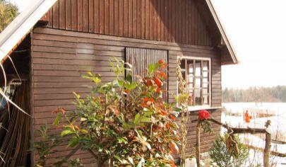 BYSTRIČKA  2 podlažná  tehlová chatka pozemok 900m2, okr. Martin