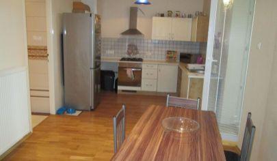 TRENČÍN  3 izbový byt 96m2, ul. Hodžova