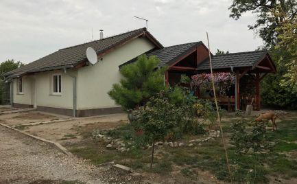 Útulný 3 izb rodinný dom, bungalov v obci Macov