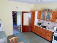 REALFINANC - Priestranný 5.-izb. rodinný dom, pekný pozemok o rozlohe 800m2, obec Vlčkovce