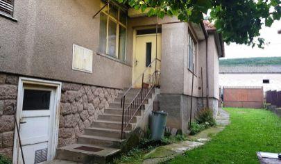 Obyce 4-izbový dom , pozemok  1036 m2, okres Zlaté Moravce