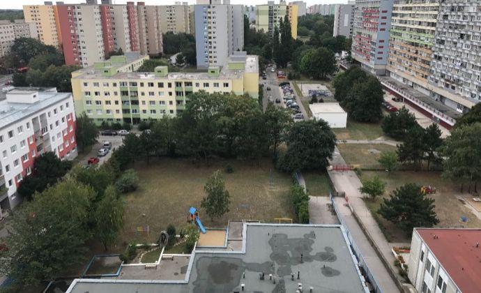 PREDAJ - 4 izbový byt,Rovniankova ul. Bratislava-Petržalka