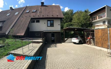 OKRES UHERSKÉ HRADIŠTE - obec STARÝ HROZENKOV - 2 poschodový rodinný dom na predaj - podpivničený - garáž - terasa - balkón -pozemok 1197 m2