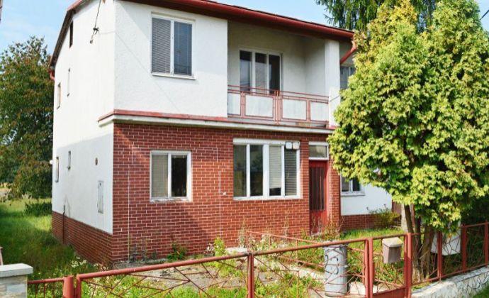 Dvojpodlažný rodinný dom, obec Hronsek, okres Banská Bystrica