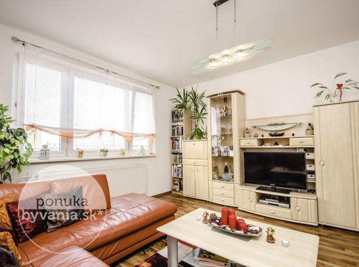 PREDANÉ - OSUSKÉHO, 2-i byt, 57 m2 - slnečný byt, REKONŠTRUKCIA, parkovanie pred domom, pešia dostupnosť električky aj centra mesta