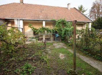 Rodinný dom v centre obce, pozemok 498 m2, Veľké Kostoľany