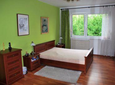 Priestranný 3i byt s balkónom a pivnicou