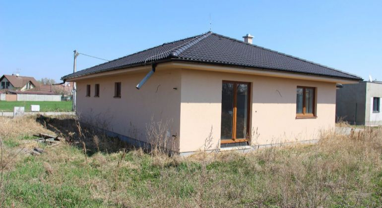 Novostavba rodinného domu v obci Báč v susedstve Golfového klubu Welten