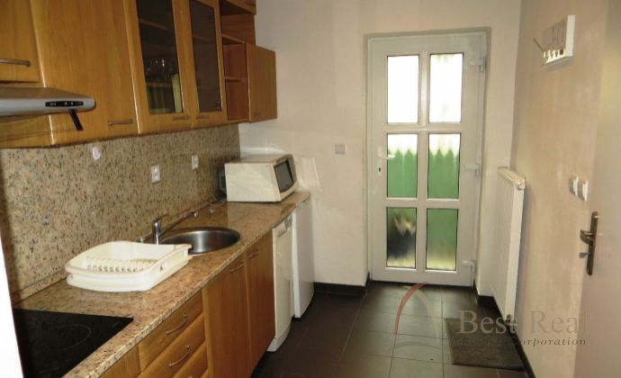 Best Real - prenájom kompletne zrekonštruovaného 1-izbového bytu na Mlynských Nivách.