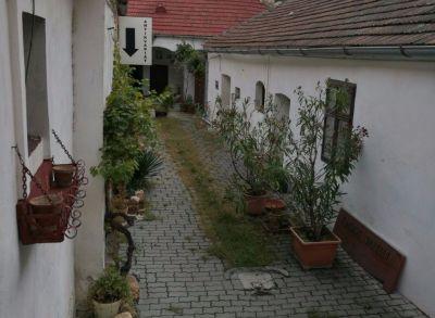 Areté real, Predaj meštianskeho rodinného domu s obchodnými priestormi a výrobou v priamom centre mesta Pezinok