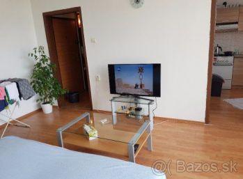 Ponúkam Vám na predaj prerobený dobre kompozične riešený 1 izbový byt na ulici Belehradská