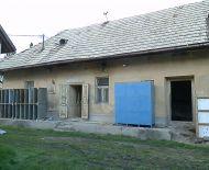 Predaj, starší rodinný dom na veľkom rovinatom pozemku