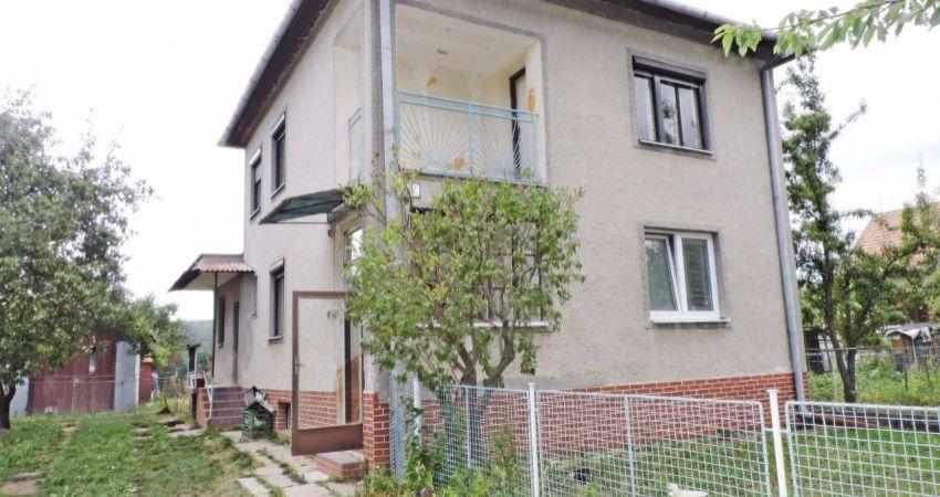 5 izbový rodinný dom Malé Hoste + 654m2 pozemok - 42000€