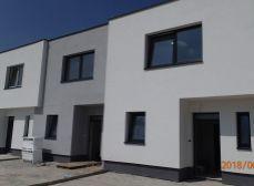 Okr. SENEC, BERNOLÁKOVO - NA PREDAJ NOVOSTAVBA vo výstavbe - rodinný dom s tromi bytovými jednotkami vo výbornej lokalite v Bernolákove