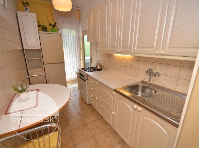 PREDANÉ - NARCISOVÁ, 1,5-i byt, 54 m2 - svetlý byt, výborná dostupnosť do centra, veľká LOGGIA, samostatná garáž, lokalita plná zelene