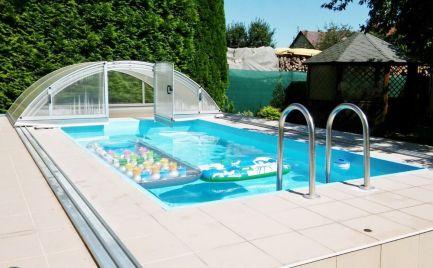 Zateplený 4.izbový dvojpodlažný rodinný dom Martin - Stráne s pozemkom 806 m2, s bazénom krbom a garážou.