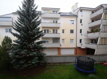 3 izbový byt s vlastným kúrením, 104 m2, pri mestskom parku, Piešťany