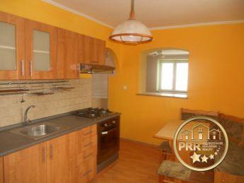 REZERVOVANÉ !!! Predaj 2-izb.bytu /61m2/ s 2 pivnicami v centre Bánoviec n/B.
