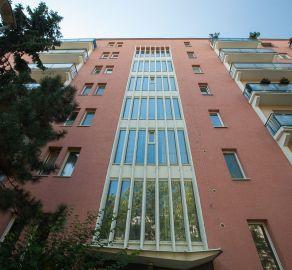 STARBROKERS-EXKLUZÍVNY predaj 2 izb. slnečného bytu s balkónom v srdci Ružinova-Medzilaborecká ul.