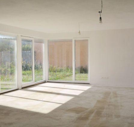Predaj 6 izbového holodomu 196 m2 s garážou a terasami v Malinove na súkromnej ulici zabezpečenej bránou