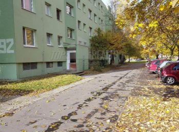 Reality Štefanec, /ID-10018/ Predaj 3 iz. bytu v DS, Smetanov háj na 2/3 p s pivnicou a loggiou po čiastočnej rekonštrukcii, plocha 68 m2, cena 46.500,-€.