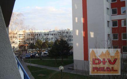 Bytový dom v Petržalke - budova s 13. bytmi, dobry obytný stav, byty sú prenajaté, vhodné aj ako sídlo spoločnosti