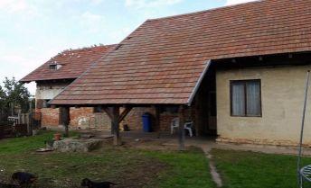 Predaj - Rodinný dom s pozemok 6017 m2  v obci Medvecké (Plavé Vozokany, okr. Levice)