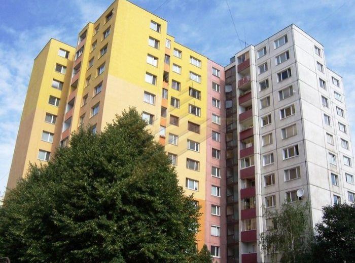 PREDANÉ - WOLKROVA, 3-i byt, 70 m2 - zasklená loggia, mesačné náklady 88 EUR, možnosť dokúpenia garáže, TOP CENA
