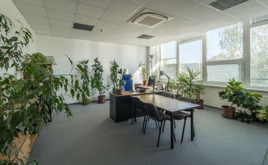 Kancelárske priestory - veľké kancelárie s možnosťou deľby, 440 m2