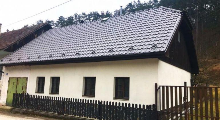 Uhrovské Podhradie - na predaj 2 izbový domček v peknom prostredí