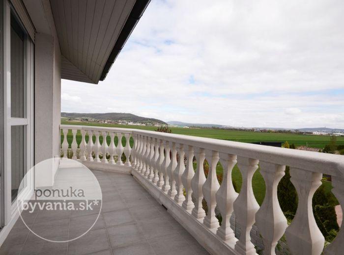 PREDANÉ - KITTSEE, 5-i dom, 208 m2 – nízkoenergetická NOVOSTAVBA, pozemok 594 m2, okraj obce, výhľad, VÝNIMOČNE PRECÍZNE VYHOTOVENIE