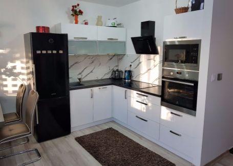 Komplet zariadený 3 izbový byt s pozemkom