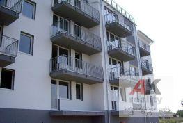 NOVÁ ETAPA   2 i byty v štandarde a s parkovacím miestom--Novostavba v centre Slovenského Grobu