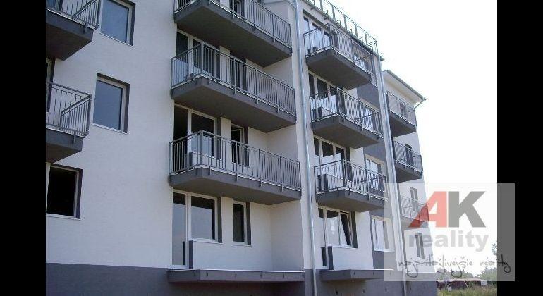 NOVÁ ETAPA  3 i.byty v štandarde s parkovacím miestom.V CENTRE Slovenského Grobu!!