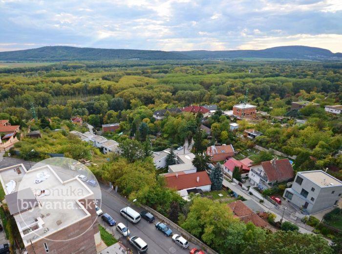 PREDANÉ - JAMNICKÉHO, 3-i byt, 69 m2 – slnečný byt s balkónom, NÁDHERNÉ VÝHĽADY na Rakúsko, ZREKONŠTUROVANÝ bytový dom, tichá lokalita
