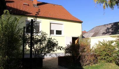 PRENAJATÉ: 2i RD v centre  Hainburg an der Donau, len 16 km od Bratislavy