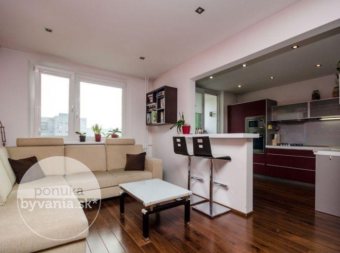 PREDANÉ - LIETAVSKÁ, 3-i byt, 73 m2 – svetlý, KOMPLETNÁ REKONŠTRUKCIA, kvalitné drevené podlahy, stropy s bodovým osvetlením, zasklená LOGGIA, pivnica